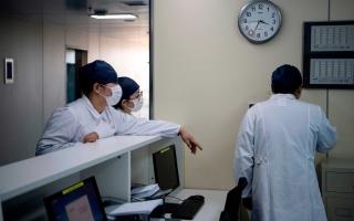 الصورة: الصورة: وفاة مدير مستشفى ووهان الصينية بفيروس كورونا