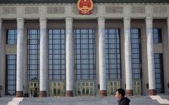 """الصورة: الصورة: الصين تطرد 3 صحافيين من """"وول ستريت جورنال"""" بسبب عنوان مثير للجدل"""