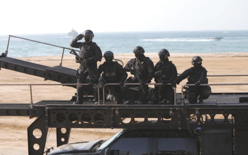الصورة: الصورة: مواطنون: المناورات العسكرية أبرزت خبرات القوات المسلحة وجاهزيتها
