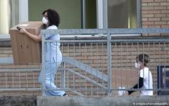 الصورة: الصورة: إيطاليا تغلق 11 بلدة بعد ارتفاع عدد المصابين بكورونا