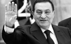 الصورة: الصورة: خليفة ومحمد بن راشد ومحمد بن زايد والحكام يعزّون السيسي في وفاة مبارك