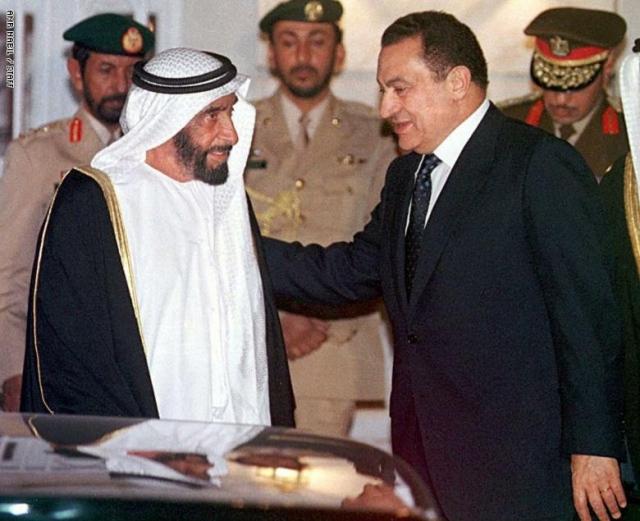 الإمارات تنعى الراحل رسميا وشعبيا..  مبارك  رجل السلام و محارب الإرهاب