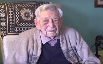 الصورة: الصورة: بريطاني عمره 111 عاماً  أكبر رجل في العالم
