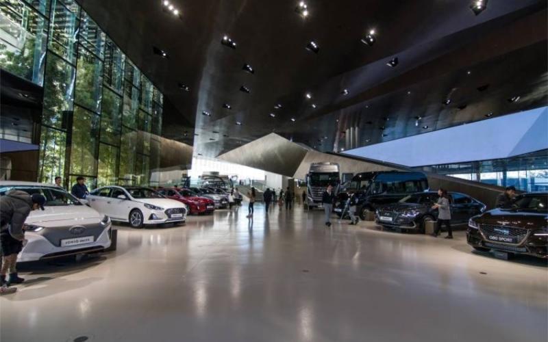 الصورة: الصورة: سيارة هجين أمريكية بـ1.6مليون دولار