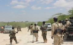الصورة: الصورة: مقتل 20 شخصاً في اشتباكات بين جنود ومسلحين في الصومال