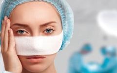 الصورة: الصورة: عمليات التجميل.. إجراؤها دون حاجة تهديد للصحة ومضيعة للمال