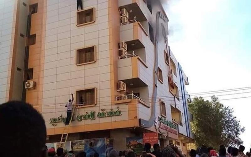 الصورة: الصورة: وفاة 3 نزلاء وإصابة 5 لاعبين في حريق فندق بالخرطوم