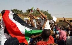 """الصورة: الصورة: إنهاء خدمات 109 مسؤولين وموظفين من """"الإخوان"""" في السودان"""