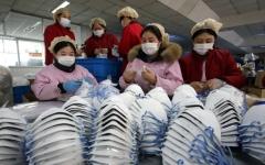 """الصورة: الصورة: """"الصحة العالمية"""" : نقص معدات الحماية الشخصية تهدد العاملين الصحيين ضد كورونا"""