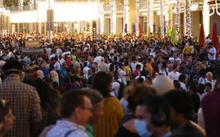 الصورة: الصورة: حشود غفيرة في دبي مول