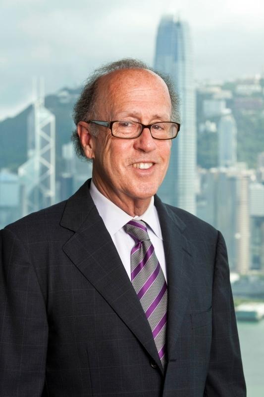 الصورة : ستيفن. س. روتش - عضو هيئة التدريس في جامعة ييل، ورئيس مجلس إدارة مورجان ستانلي في آسيا سابقاً
