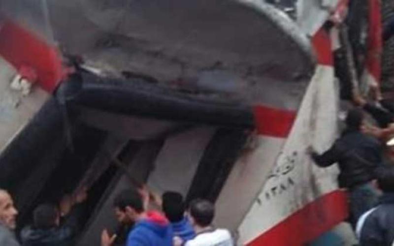 الصورة: الصورة: تصادم قطاري ركاب بخط الصعيد في مصر