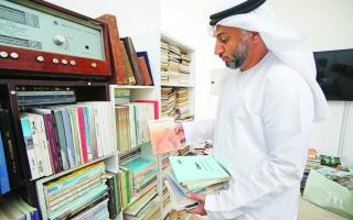 الصورة: الصورة: مكتبة عادل بستكي: مؤلفات نادرة ومخطوطات عمرها أكثر من 100 عام