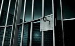 الصورة: الصورة: الحبس عامان لعربي تعاطى مواد مخدرة