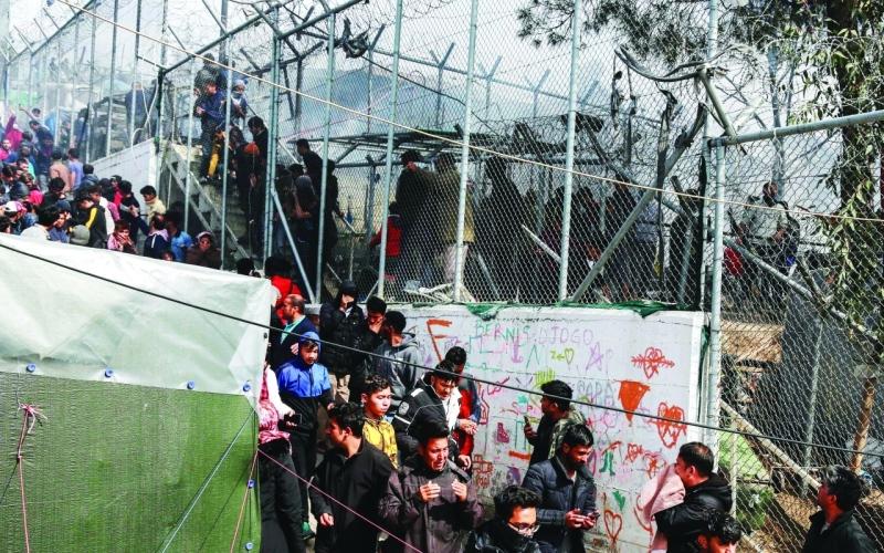 الصورة: الصورة: حريق بمخيم مكتظ بالمهاجرين في اليونان