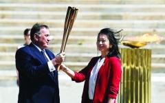 الصورة: الصورة: اليونان تسلّم طوكيو الشعلة الأولمبية