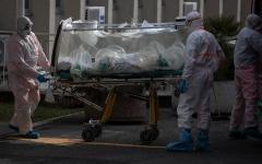 الصورة: الصورة: قصة المريض رقم واحد في إيطاليا.. استخفاف وندم
