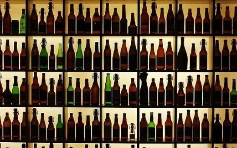 الصورة: الصورة: 225 قتيلا في إيران بسبب تعاطي كحولا مغشوشة وقاية من كورونا