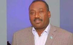 الصورة: الصورة: وفاة نجم كرة القدم الصومالي السابق عبد القادر فرح بكورونا