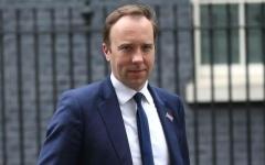 الصورة: الصورة: إصابة وزير الصحة البريطاني مات هانكوك بفيروس كورونا