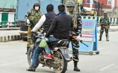 الصورة: الصورة: الهند لا تعتزم تمديد قيود كورونا مع معاناة الفقراء