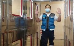 الصورة: الصورة: إسعاف دبي تُطلق أول ممر للتعقيم الذاتي للمسعفين والمخالطين لهم