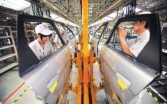 الصورة: الصورة: انتعاش مفاجئ لقطاع الصناعة الصيني في مارس