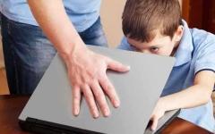 الصورة: الصورة: 28 % من الآباء في الشرق الأوسط قلقون من محتوى الإنترنت الضار