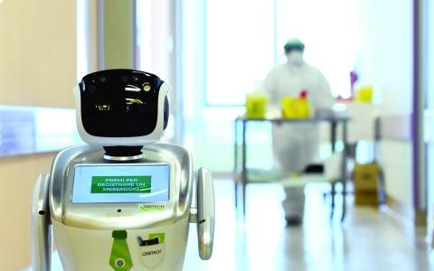 الصورة: الصورة: روبوت يواجه «كورونا»