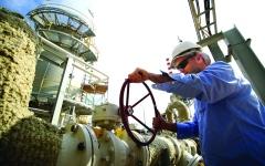 الصورة: الصورة: أسعار النفط تقفز أكثر من 30 %
