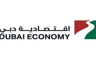 """""""اقتصادية دبي"""" تخالف 14 منشأة تجارية رفعت سعر الكمامات"""