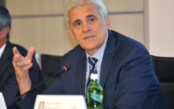 """الصورة: الصورة: رئيس رابطة الحكام الإيطالية يرفض المخاطرة بحياة أطقم """"الفار"""""""