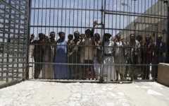 الصورة: الصورة: مقتل طفلة و6 سجينات في قصف حوثي لسجن بتعز