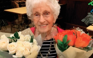 الصورة: الصورة: امرأة بعمر 102 عام: أزمة كورونا ستمر برغم الغموض