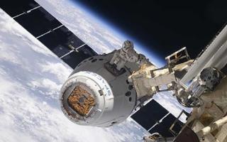 """الصورة: الصورة: عودة """"دراغون"""" إلى الأرض بعد مهمة ناجحة في الفضاء"""