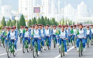 الصورة: الصورة: غير مبالية بكورونا.. تركمانستان تنظم أحداثا رياضية لآلاف المواطنين