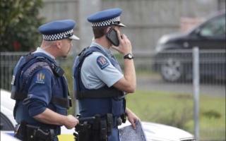 الصورة: الصورة: عزل 8 من الشرطة النيوزيلندية بعد أن بصق عليهم أشخاص مصابون بكورونا