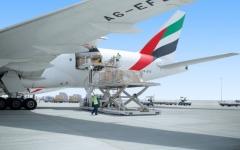 """الصورة: الصورة: """"الإمارات للشحن الجوي"""" تنقل إمدادات غذائية وطبية إلى الكويت"""