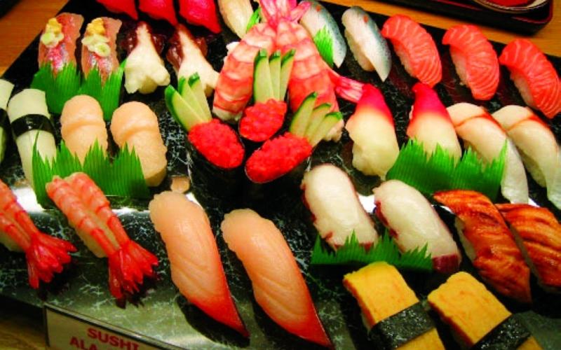 الصورة: الصورة: اليابانيات يحاربن ليصبحن جزءاً من عالم السوشي