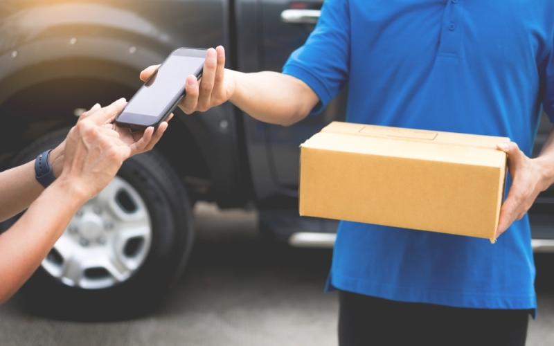 الصورة: الصورة: الالتزام بالحجر المنزلي ينعش خدمات توصيل الطلبات في الإمارات