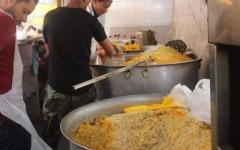 الصورة: الصورة: «كورونا» يحرم الفقراء في إب اليمنية من وجبات رمضان