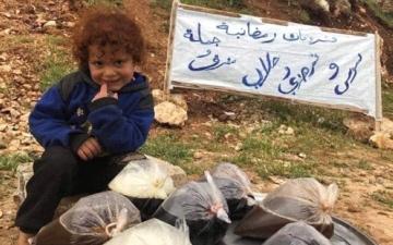 الصورة: الصورة: تيماء.. أصغر بائعة «سوس» تفجّر تعاطف السوريين