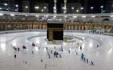 الصورة: الصورة: الصلاة في الحرمين الشريفين خلال أيام