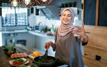 الصورة: الصورة: «إفطار أونلاين» ثمرة إبداع مسلمي أمريكا