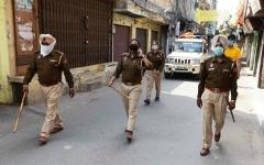 الصورة: الصورة: الهند تبقي على القيود الصارمة في المدن الكبرى