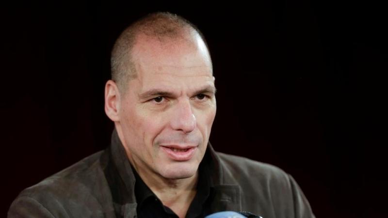 الصورة : يانيس فاروفاكيس - وزير مالية اليونان الأسبق، وهو زعيم حزب MeRA25 وأستاذ علوم الاقتصاد في جامعة أثينا.