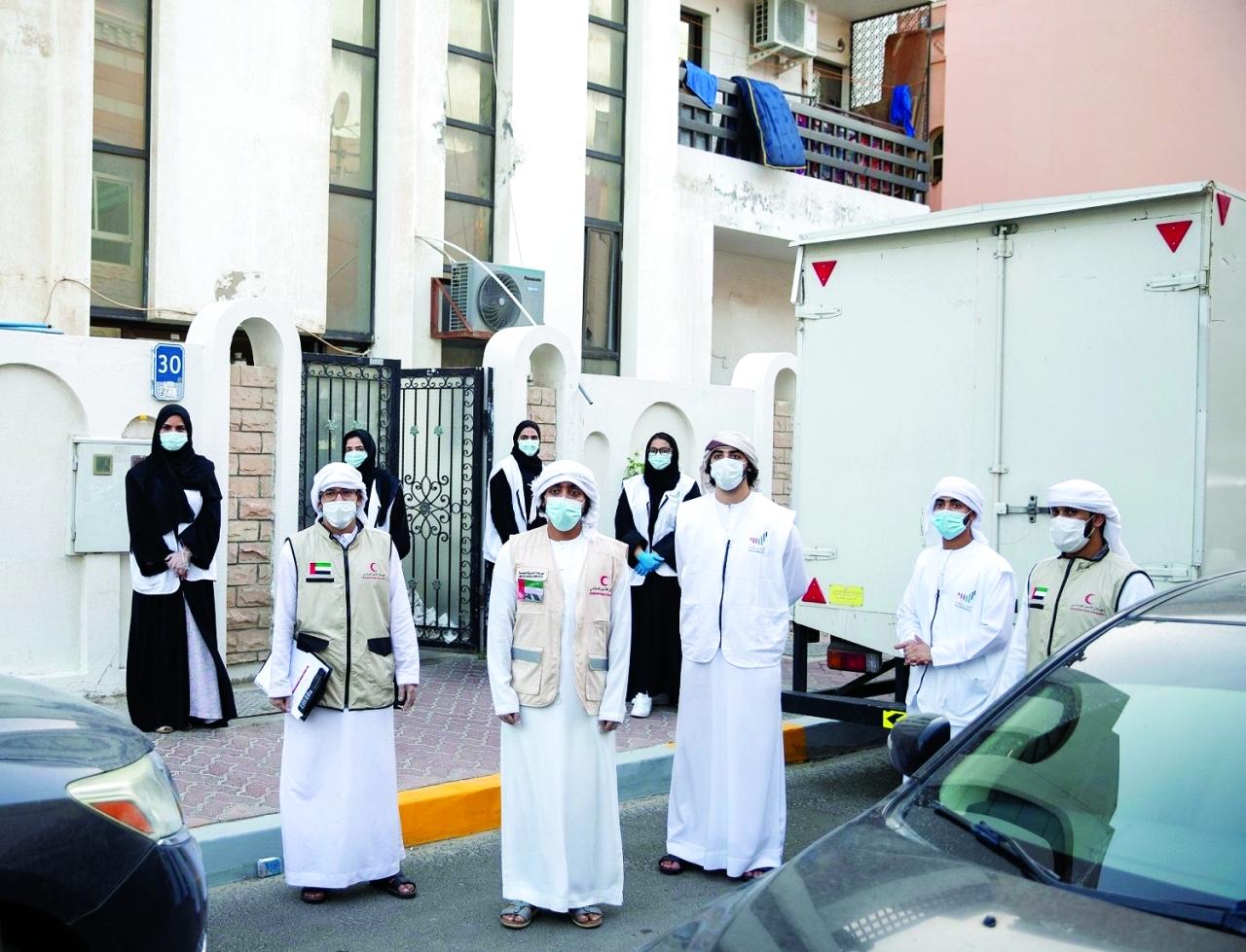 الصورة : فريق «أوسس» التطوعي يعمل بالتعاون مع الهلال الأحمر الإماراتي | من المصدر