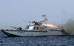 الصورة: الصورة: بينهم ضباط كبار.. مقتل ٤٠ جنديا إيرانيا في قصف سفينة حربية