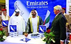 الصورة: الصورة: محمد بن راشد: طيران الإمارات ودناتا ستخرجان أقوى من الجائحة