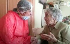 الصورة: الصورة: بالفيديو.. نجت من وباء الإنفلونزا الإسبانية ومن الحرب.. معمّرة تبلغ 113 عاما تقهر كورونا
